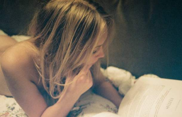 girl reading plaisir du plaisir Un jeune artiste, un EP, un remix : Utok2me?